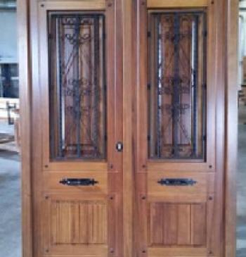 Puerta rustica modelo r 4 ventanas r sticas for Puerta de madera exterior usada